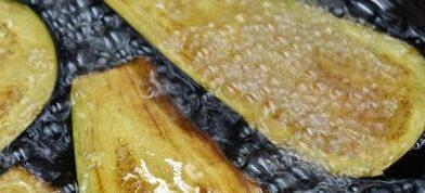 Μελιτζάνες φούρνου με τυρί